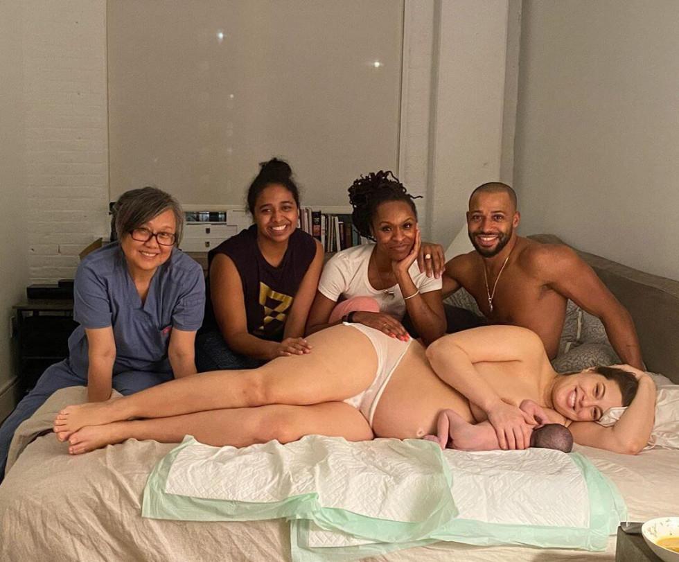 """Девять месяцев спустя: Эшли Грэм показала свое новое """"красивое и сильное"""" тело-Фото 2"""