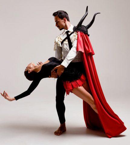 Бренд GUDU создал костюмы для Екатерины Кухар и Александра Стоянова в балете «Кармен-сюита»-430x480