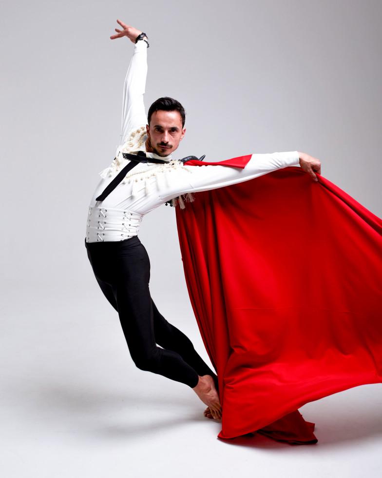 Бренд GUDU создал костюмы для Екатерины Кухар и Александра Стоянова в балете «Кармен-сюита»-Фото 3