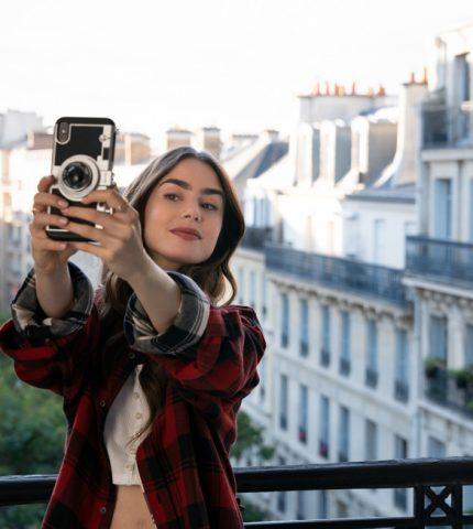"""США vs. Франция: 7 ключевых модных приемов главной героини """"Эмили в Париже""""-430x480"""