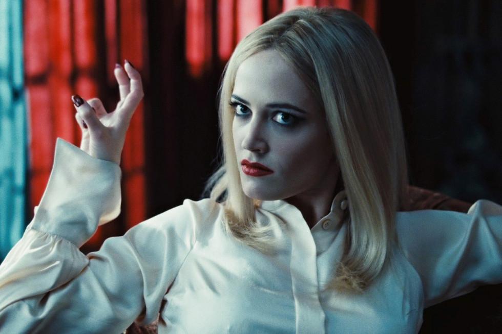 Секрет ее магии: 10 кинематографичных «выходов» красной помады-Фото 1