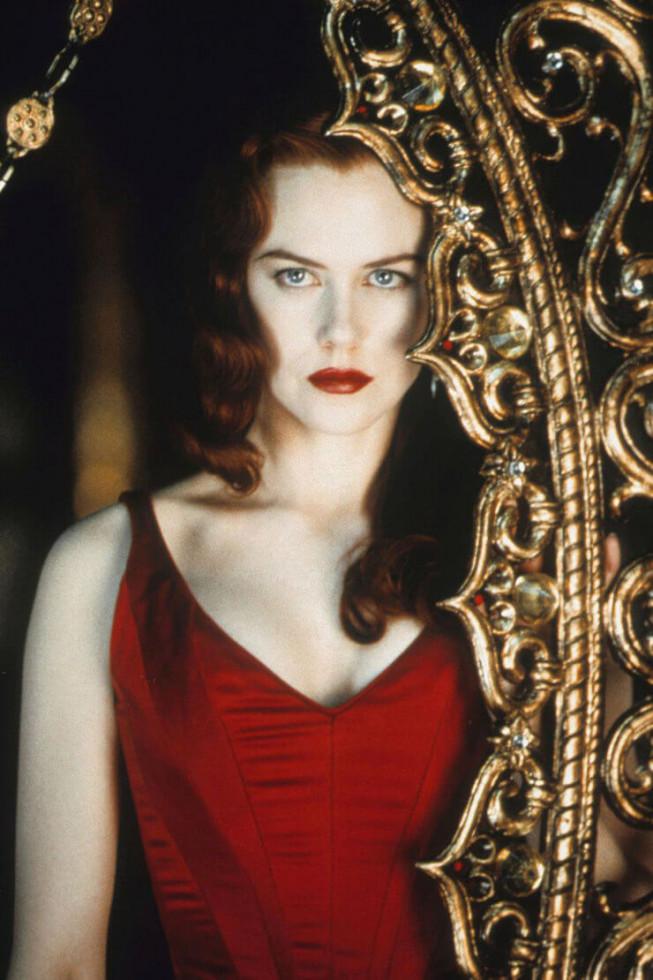 Секрет ее магии: 10 кинематографичных «выходов» красной помады-Фото 4