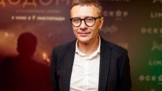 Мужчина говорит: Денис Иванов, директор Артхаус Трафик-320x180