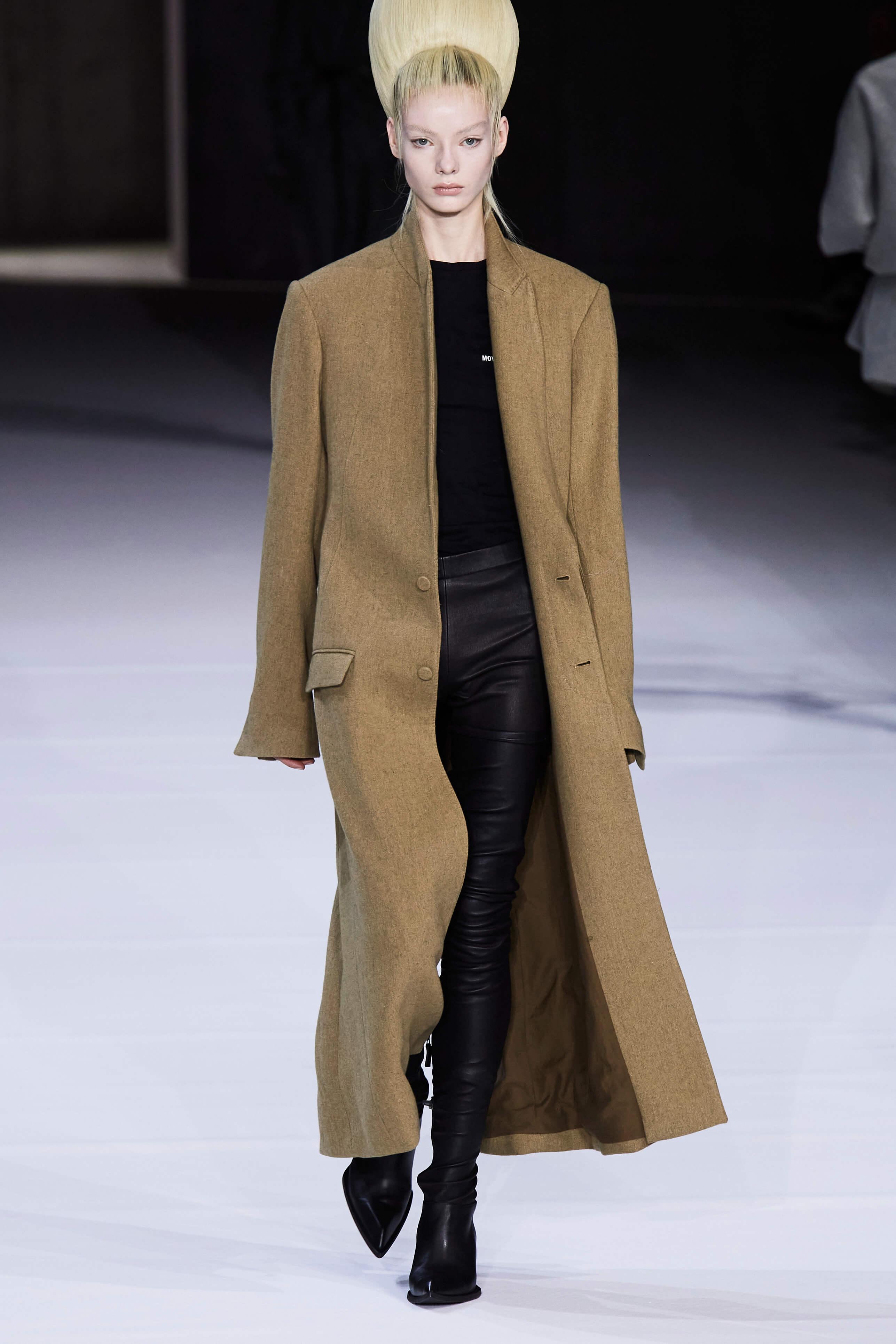 Главные признаки классического стиля в одежде