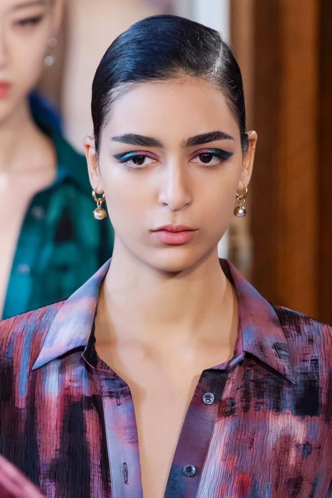 Синий период: Самый модный макияж осени 2020 — смелый неон против акварельной нежности-Фото 2