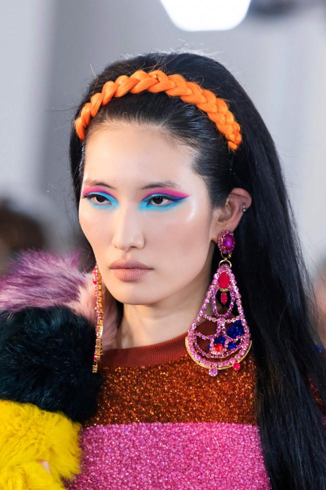 Синий период: Самый модный макияж осени 2020 — смелый неон против акварельной нежности-Фото 3