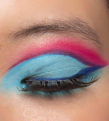 Синий период: Самый модный макияж осени 2020 — смелый неон против акварельной нежности-430x480