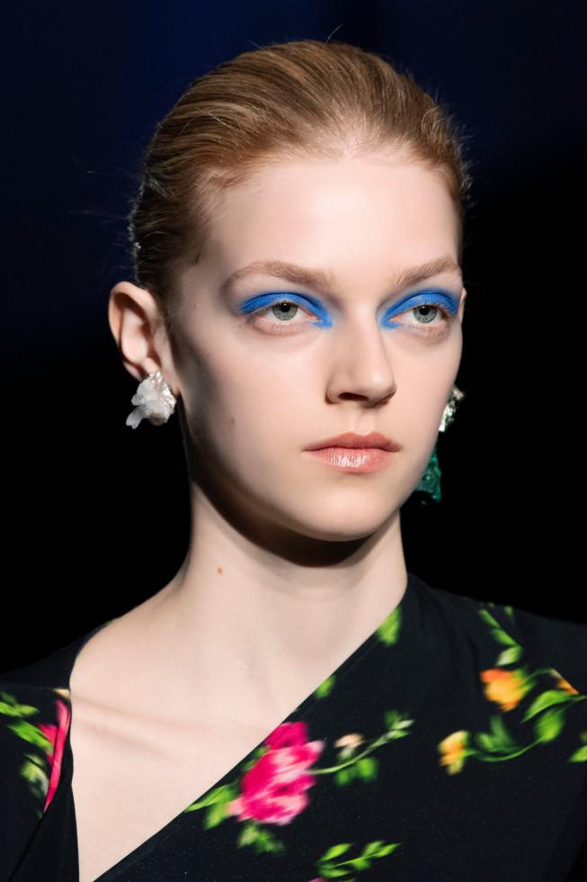 Синий период: Самый модный макияж осени 2020 — смелый неон против акварельной нежности-Фото 4