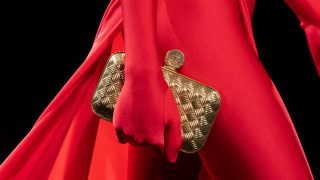 Назад в будущее: Винтажные сумки — самый модный аксессуар осени 2020-320x180