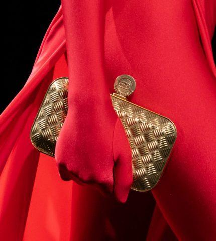 Назад в будущее: Винтажные сумки — самый модный аксессуар осени 2020-430x480