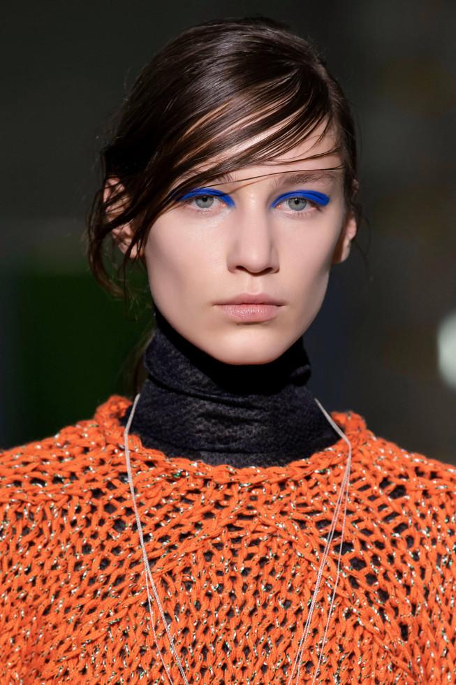 Синий период: Самый модный макияж осени 2020 — смелый неон против акварельной нежности-Фото 5