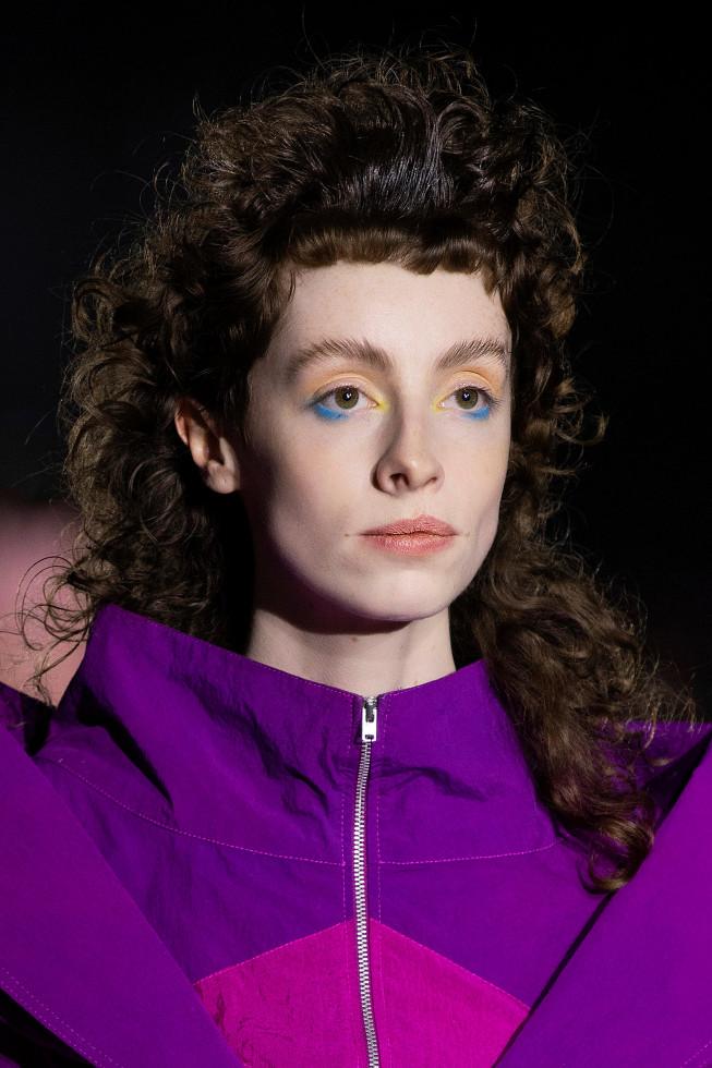 Синий период: Самый модный макияж осени 2020 — смелый неон против акварельной нежности-Фото 6