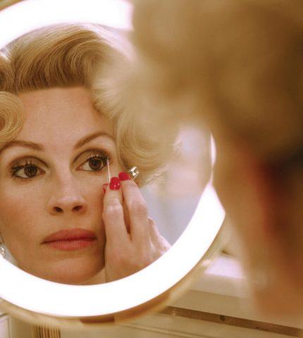 Не просто красотка: 10 самых стильных кинообразов Джулии Робертс-430x480
