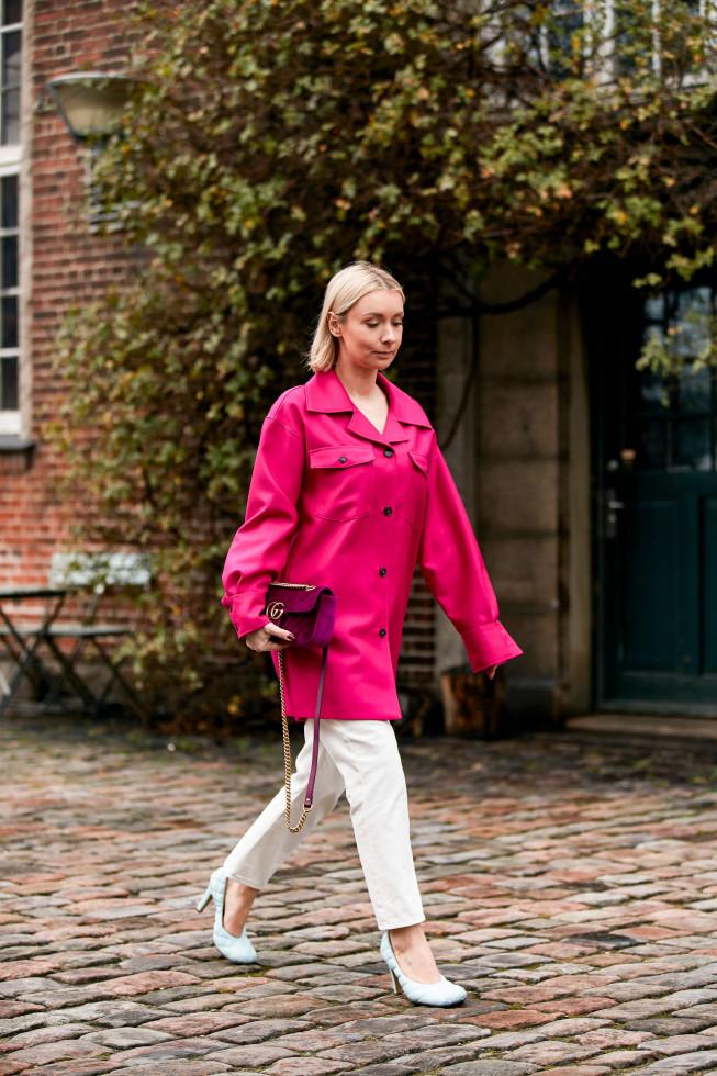 С чистого листа: 5 небанальных вариантов, как носить самые модные джинсы осени 2020-Фото 2