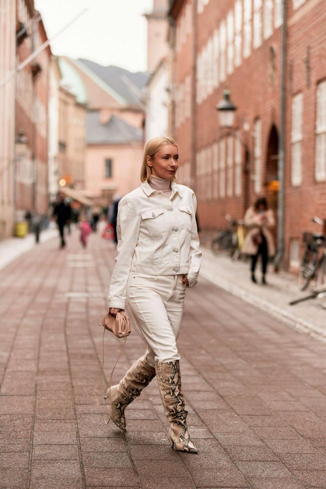 С чистого листа: 5 небанальных вариантов, как носить самые модные джинсы осени 2020-Фото 4
