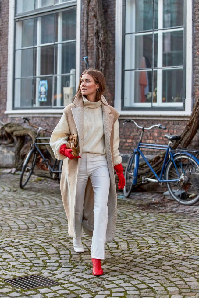 С чистого листа: 5 небанальных вариантов, как носить самые модные джинсы осени 2020-Фото 5