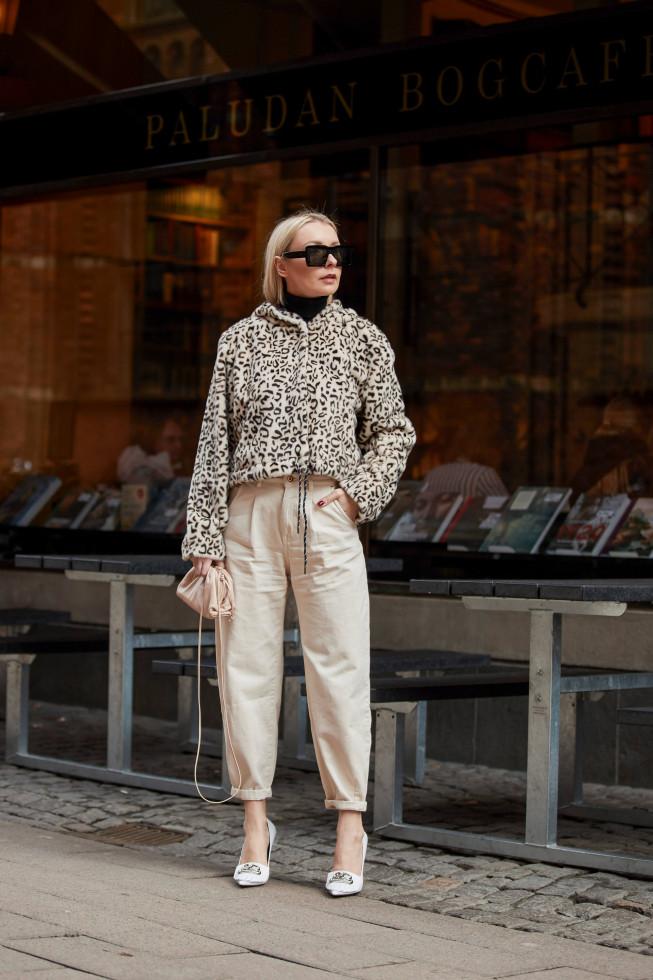 С чистого листа: 5 небанальных вариантов, как носить самые модные джинсы осени 2020-Фото 6