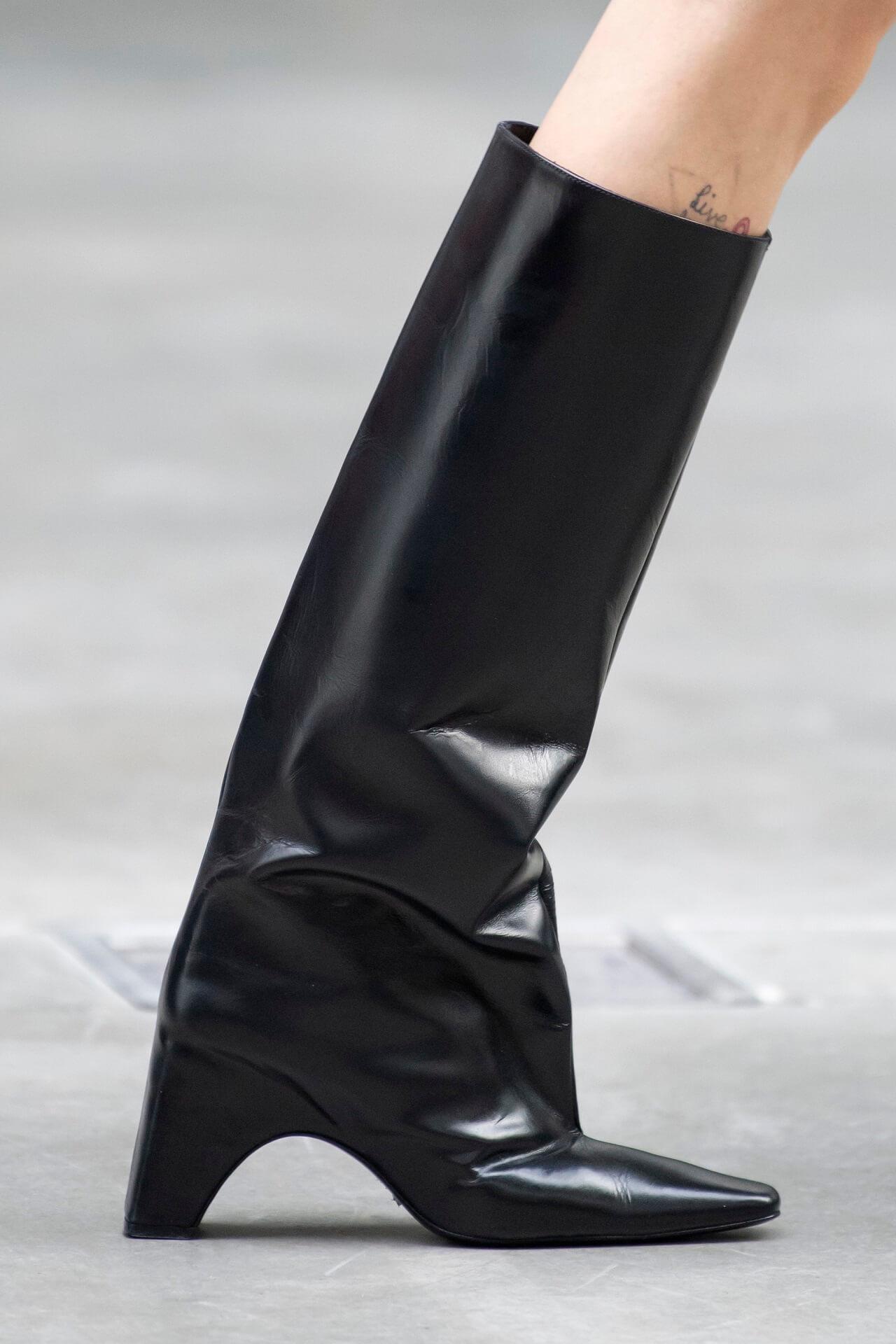 Королевский гамбит: 16 модных пар сапог на осень-зиму 2020/21-Фото 9