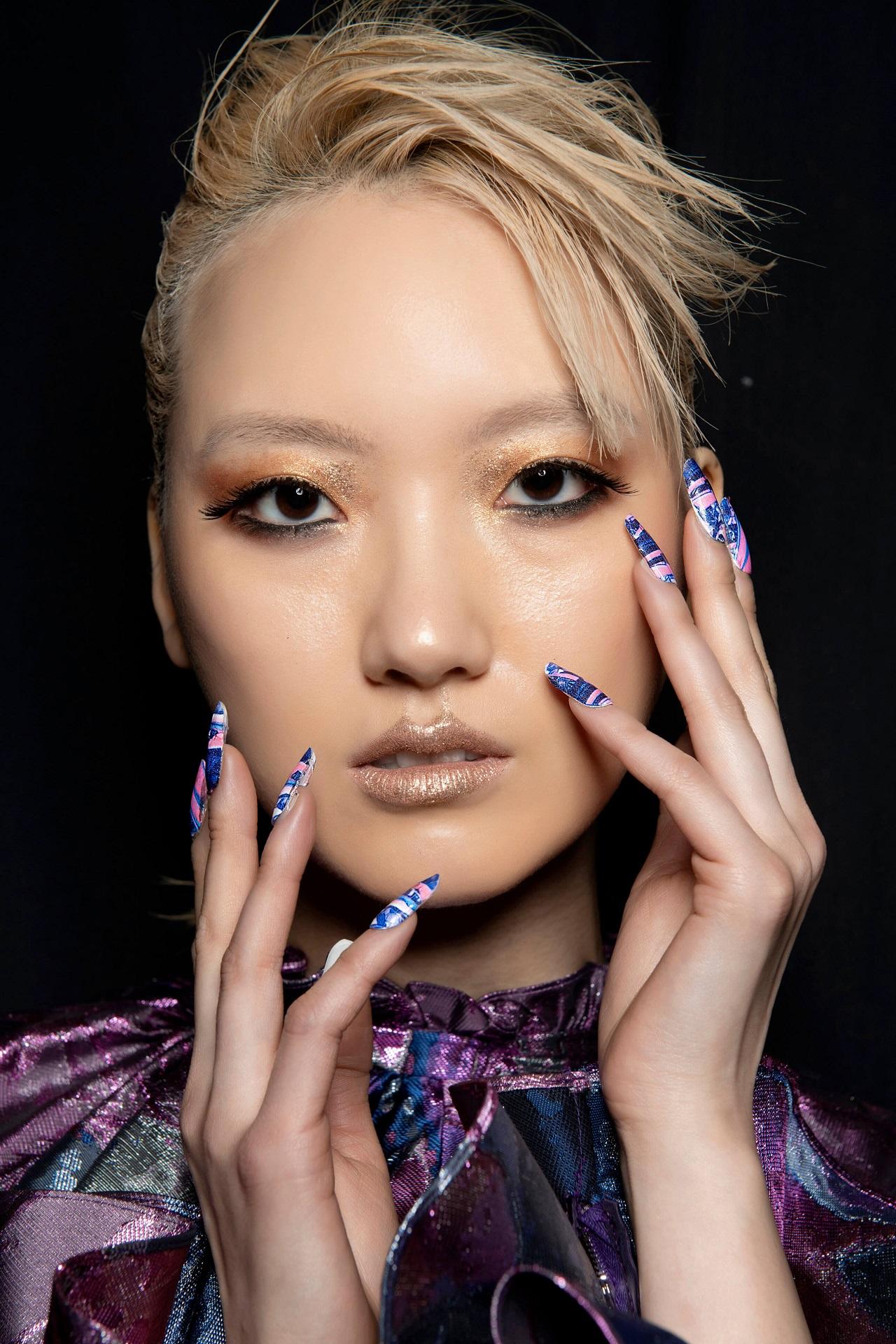 Подиумные тенденции: 10 модных дизайнов маникюра 2021 года-Фото 5