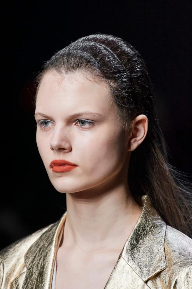 Синий период: Самый модный макияж осени 2020 — смелый неон против акварельной нежности-Фото 8