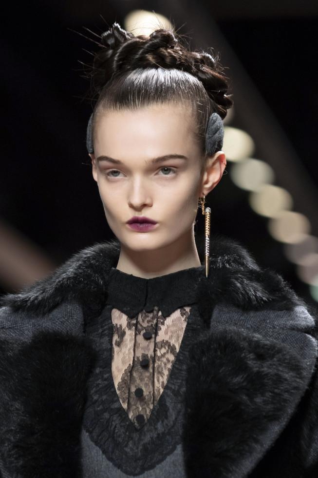 Моносерьга из осенне-зимней коллекции 2020/21 бренда Fendi