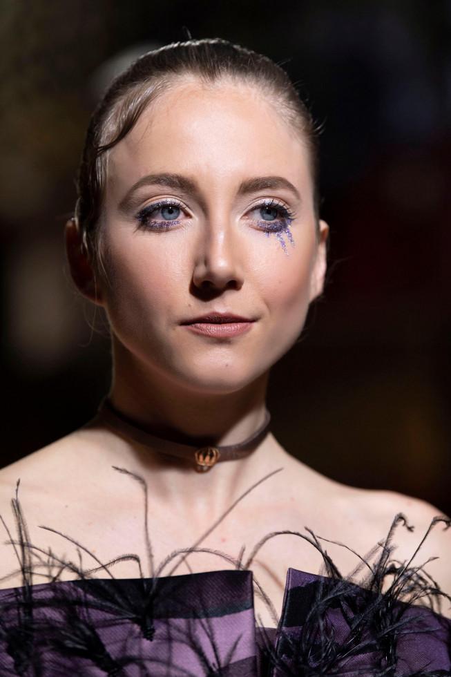 Синий период: Самый модный макияж осени 2020 — смелый неон против акварельной нежности-Фото 7