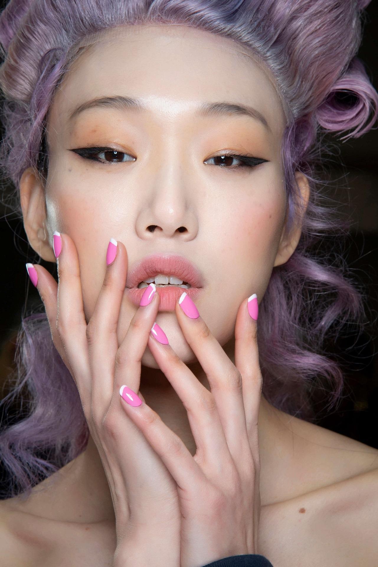 Подиумные тенденции: 10 модных дизайнов маникюра 2021 года-Фото 10