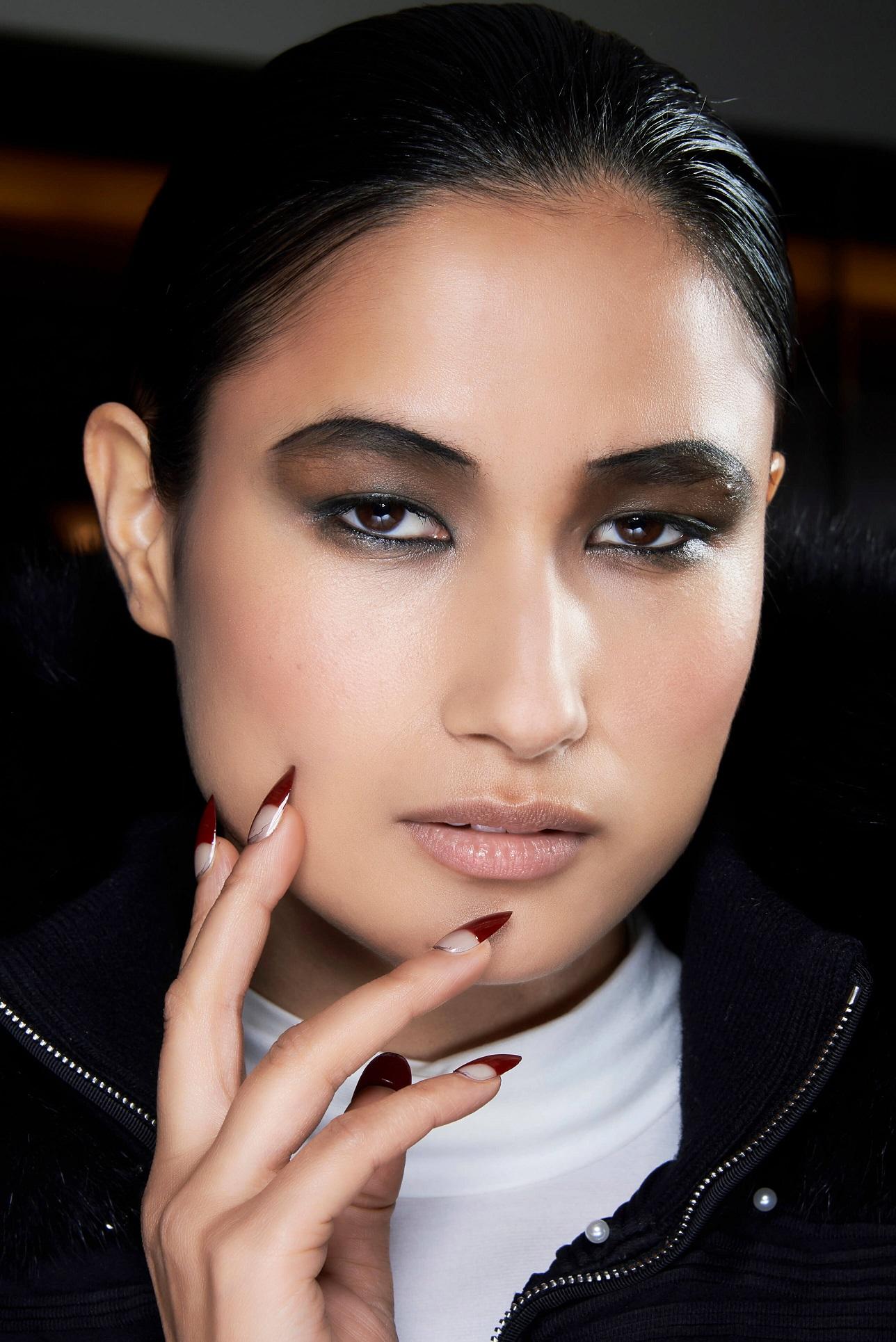 Подиумные тенденции: 10 модных дизайнов маникюра 2021 года-Фото 11
