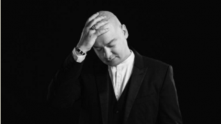 Мужчина говорит: актер студии «Квартал 95» Евгений Кошевой-320x180