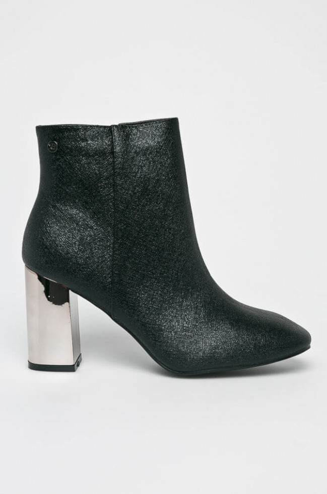 Политика демократизации: 11 вариантов самой модной обуви 2020 стоимостью до 1500 гривен-Фото 10