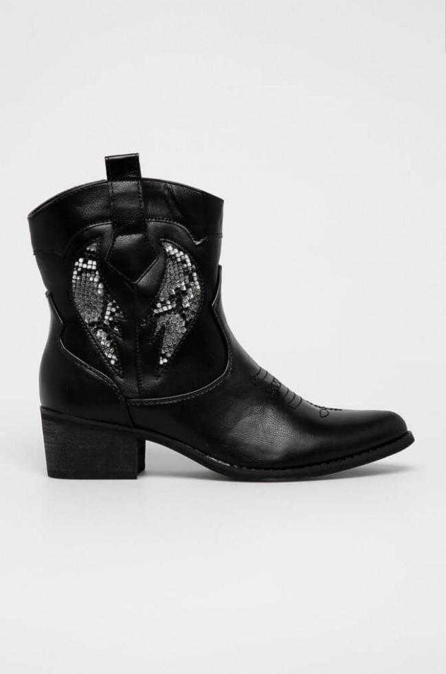 Политика демократизации: 11 вариантов самой модной обуви 2020 стоимостью до 1500 гривен-Фото 12