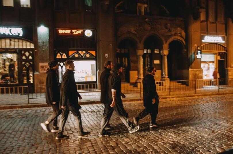 Гурт БЕZ ОБМЕЖЕНЬ провів секретний концерт для жителів Львова в центрі міста-Фото 2