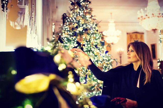 Мелания Трамп в последний раз украсит Белый дом к Рождеству-Фото 2