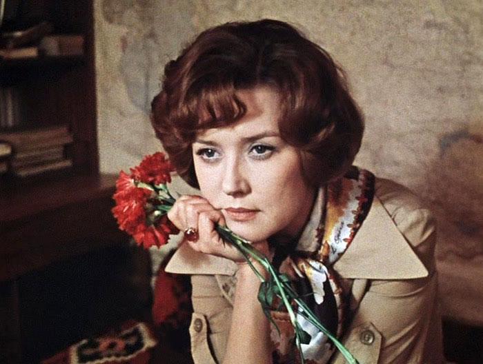 Знакомые лица: Ароматы для героинь любимых советских фильмов-Фото 5
