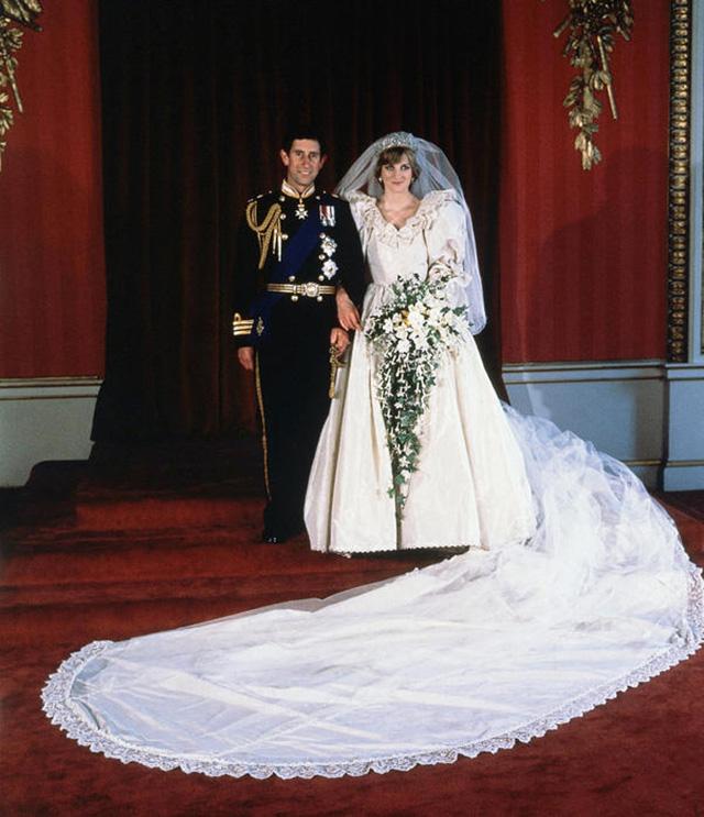 Принц Чарльз признался Диане, что не любит ее в ночь перед свадьбой-Фото 1