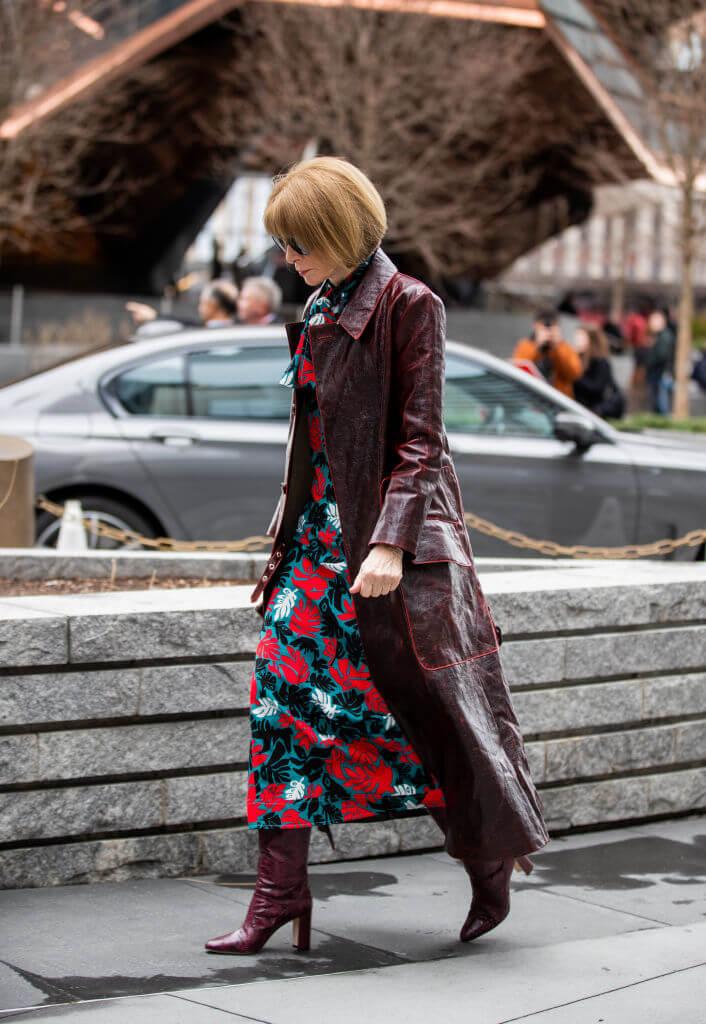 Богиня Vogue-Олимпа: 7 знаковых деталей стиля Анны Винтур-Фото 5