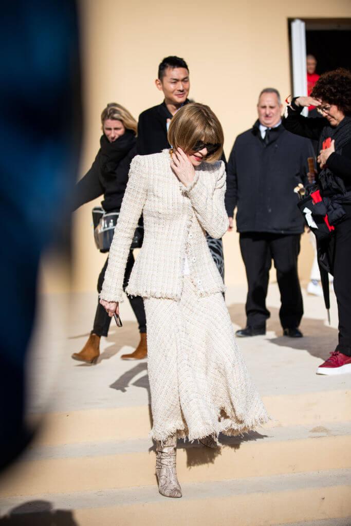 Богиня Vogue-Олимпа: 7 знаковых деталей стиля Анны Винтур-Фото 4