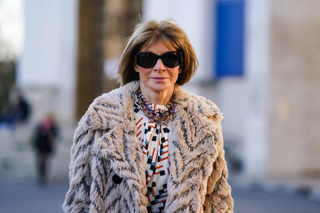 Богиня Vogue-Олимпа: 7 знаковых деталей стиля Анны Винтур-Фото 1