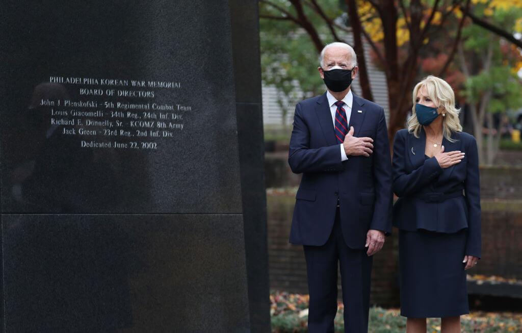 Дональд и Мелания Трамп впервые после оглашения результатов выборов вышли в свет-Фото 2