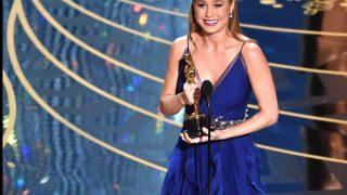 """Актриса Бри Ларсон призналась, что всю жизнь считала себя """"изгоем и уродиной""""-320x180"""