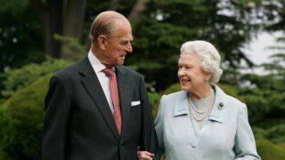 Правнуки королевы Елизаветы II и принца Филиппа подарили имхендмейд-подарок к годовщине свадьбы-320x180