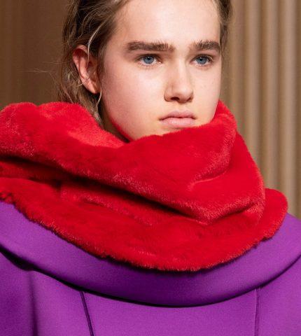 Анна на шее: 8 самых модных вариаций шарфов сезона осень-зима 2020/21-430x480