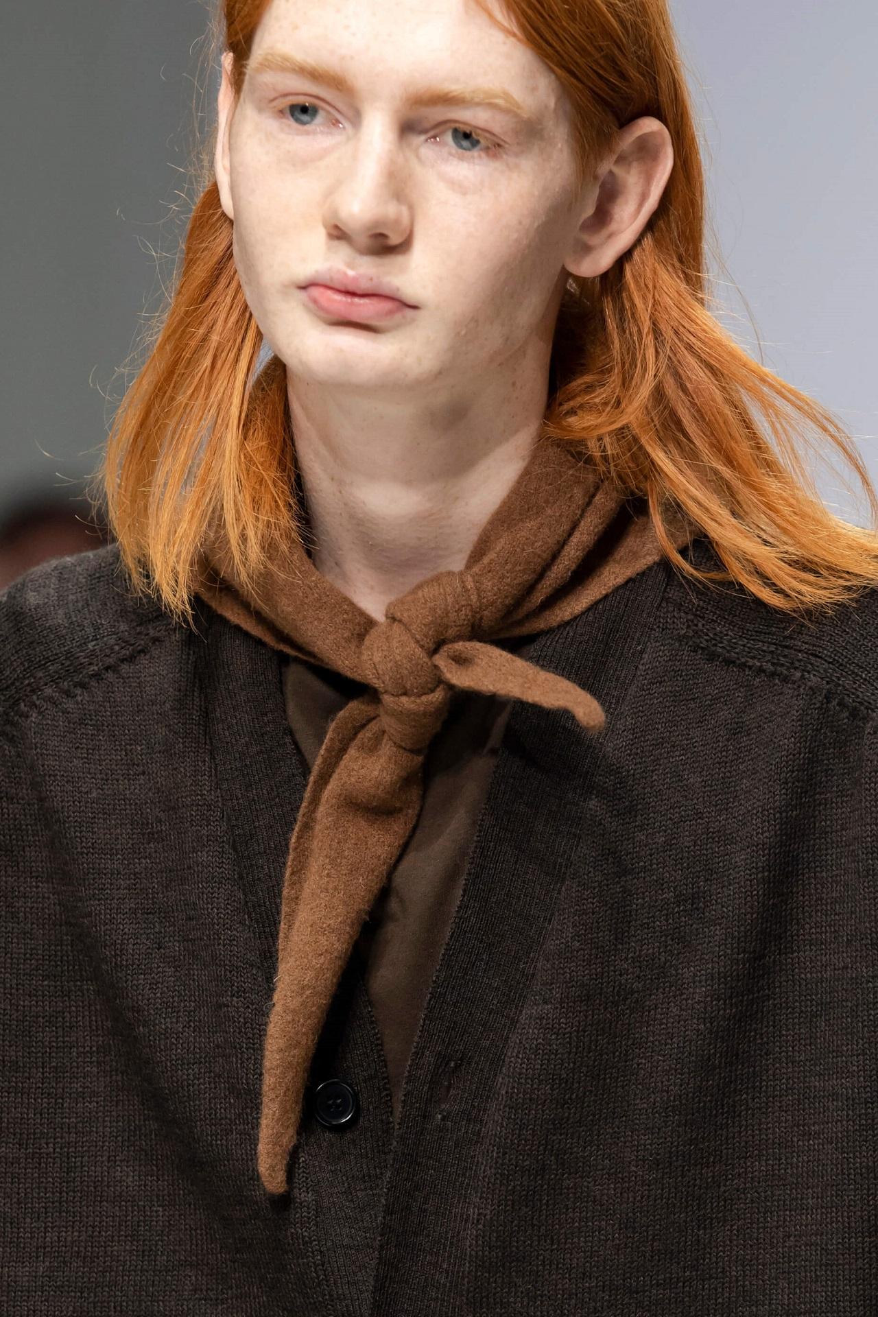 Анна на шее: 8 самых модных вариаций шарфов сезона осень-зима 2020/21-Фото 4
