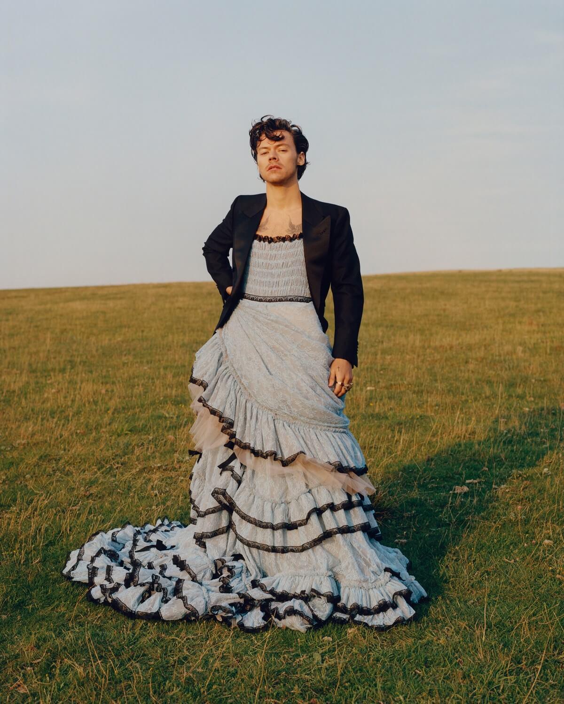 """""""Верните мужественность"""", — американская политик раскритиковала обложку с ГарриСтайлзомв платье-Фото 3"""
