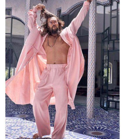 """""""Аквамен"""" заявил, что он обожает носить вещи девчачьих оттенков-430x480"""