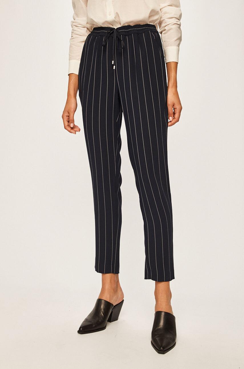 Образ дня: ХейлиБибердемонстрирует самые модные брюки сезона осень-зима 2020/21-Фото 2