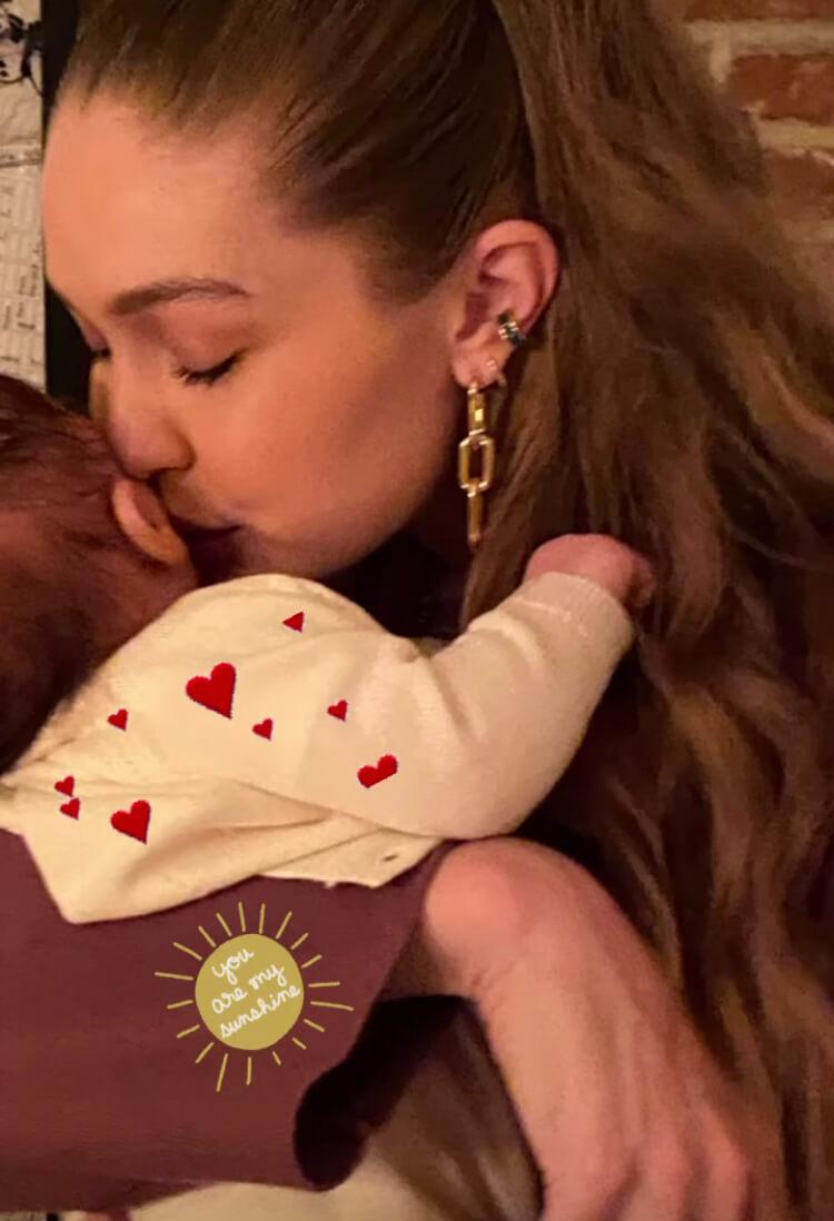 ИоландаХадид показала свежие фото Джиджи и ее новорожденной дочери-Фото 1