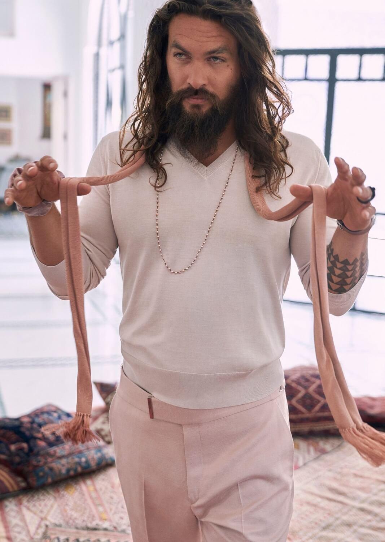 """""""Аквамен"""" заявил, что он обожает носить вещи девчачьих оттенков-Фото 2"""