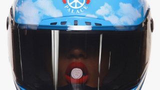 Peace, love, hugs: Moschino представили коллаборацию со скейтерским брендом Palace-320x180