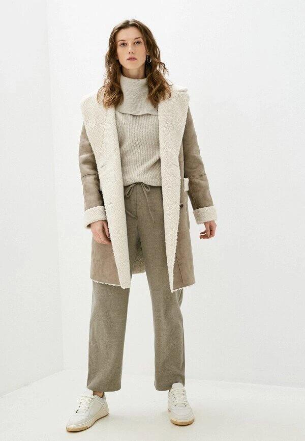 Образ дня: ХейлиБибердемонстрирует самые модные брюки сезона осень-зима 2020/21-Фото 4